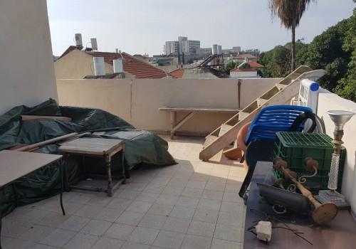 בשכונת שפירא! דירת גג של כ60 מ״ר בנוי פלוס כ40 מ״ר גג במפלס!