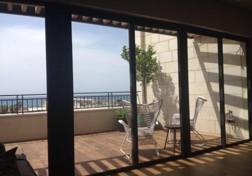 במתחם נגה! פנטהאוס של 130 מ״ר בנוי + 30 מ״ר גג עם נוף פתוח עד הים! מעלית וחניה בטאבו!
