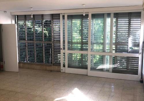 ברח׳ ספיר בקרבת הבימה! דירת 125 מ״ר להשכרה בקומה ב׳ עם מעלית! מתאימה לשותפים או משפחה!