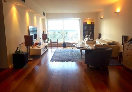 בשכונת ל׳! חזיתית בבורלא! דירת 130 מ״ר פלוס מרפסת 14 מ״ר משופצת בקומה רביעית עם מעלית וחנייה בטאבו!