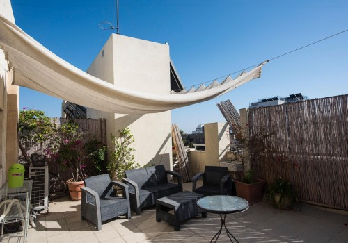 דירת גג נדירה משופצת אדריכלית עם מעלית במדרחוב בפלורנטין!