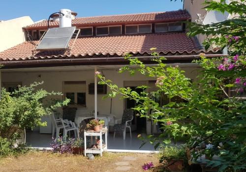 ברמת אביב! מרחק הליכה מקניון רמת אביב, בית פרטי עם זכויות בניה!