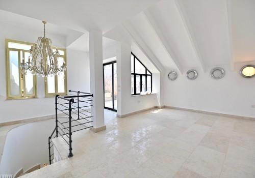 בנווה צדק! דירת גג ייחודית 185 מ״ר בנוי פלוס 185 מ״ר שטחי חוץ נוף לים וליפו העתיקה! עם מעלית!