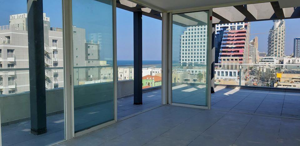 בבניין בוטיק חדש ברחוב הירקון ד.גג 190מ״ר פלוס 60מ״ר גג עם מעלית חניה ונוף לים!