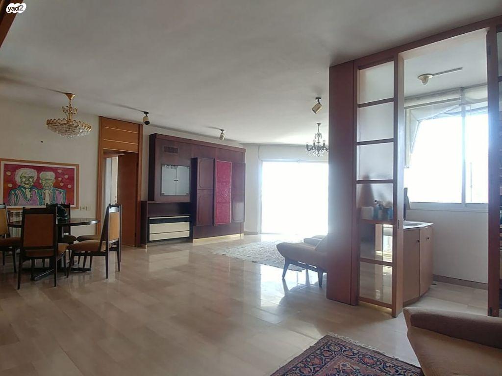 במגדלי דוד! בקומה גבוהה דירה בשטח של 117 מ״ר נטו + 14 מ״ר מרפסת עם מעלית חניה ומחסן