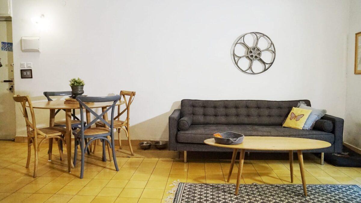 בסמטה מרוטשילד דירת אופי מדהימה במחיר מצויין! כ90מ״ר בנוי פלוס 12 מ״ר מרפסת שמש!