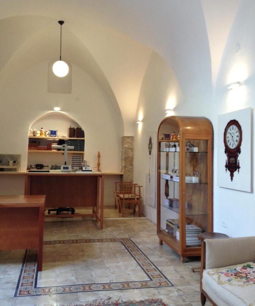 להשכרה ביפו עתיקה! חנות מדהימה מבנה קשתות עתיק, כ50 מ״ר + 10 מ״ר חצר!