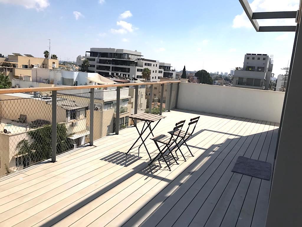 ברחוב צ׳לנוב בבניין חדש! פנטהאוס 80 מ״ר בנוי + 80 מ״ר גג במפלס אחד עם מעלית וחניה בטאבו!