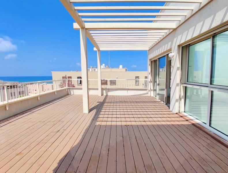 בעג׳מי פנטהאוס בפרוייקט חדש עם נוף נצחי לים!  135 מ״ר + 164 מ״ר גגות! מחסן מעלית ו2 חניות בטאבו!
