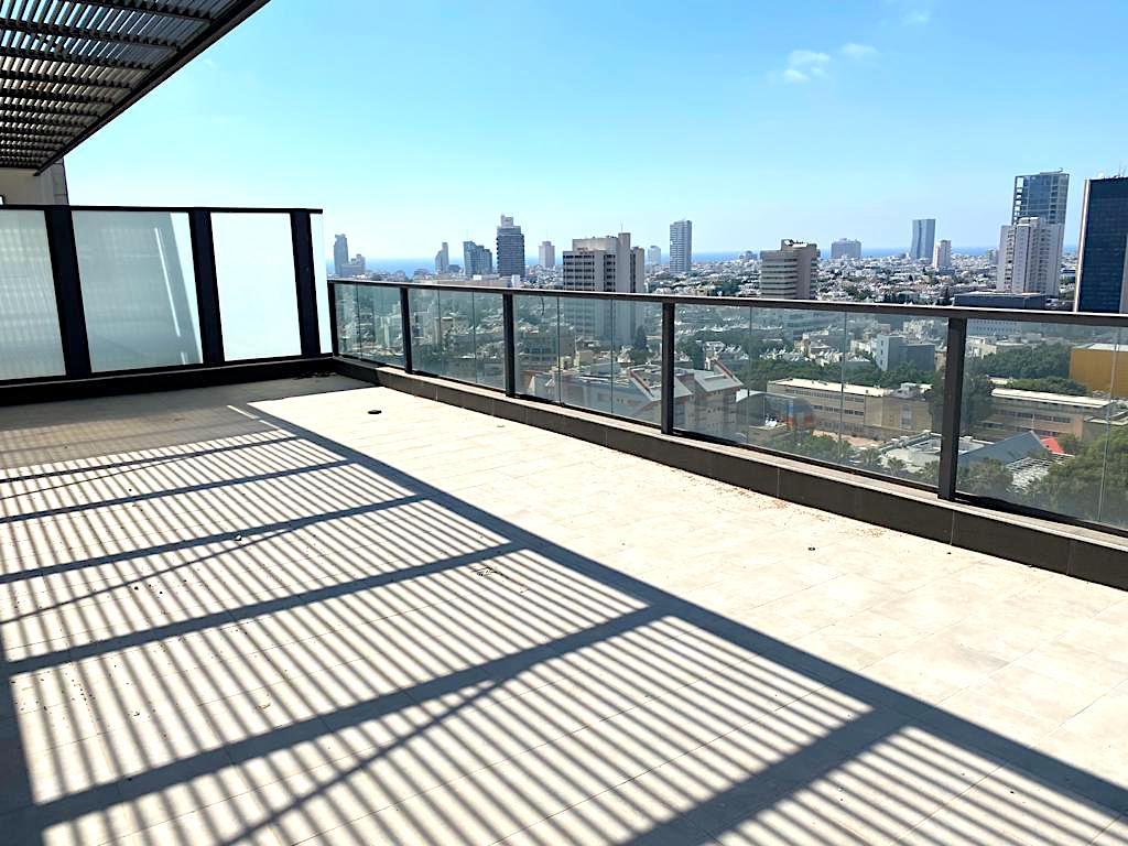 במתחם גינדי! פנטהאוס ייחודי 210 מ״ר בנוי + 100 מ״ר מרפסות גג!מעלית מחסן ו4 חניות בטאבו!