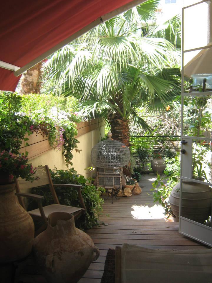 בלב העיר בבניין באוהאוס מדהים! דירת גן 113 מ״ר בנוי + 44 מ״ר חצר בטאבו!