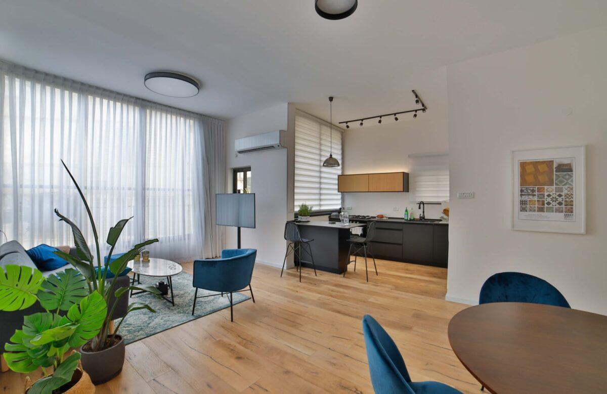 בשד׳ בן גוריון! בקומה ג׳ עם מעלית! דירת 3 חד׳ משופצת אדריכלית ברמה גבוהה