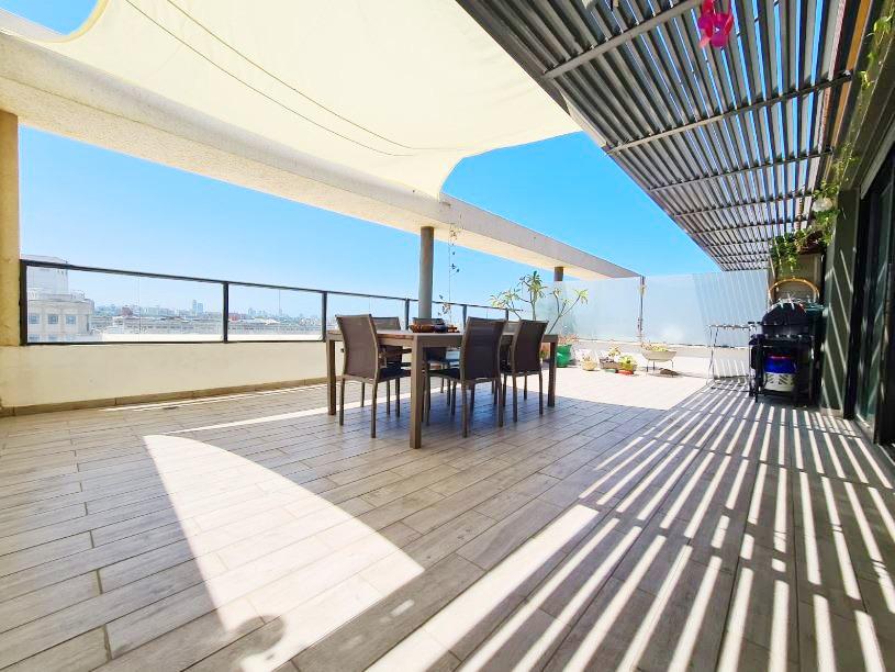 בשכונת פלורנטין החמה! פנטהאוס בבניין חדש 100 מ״ר בנוי + 50 מ״ר מרפסות במפלס אחד! עם מעלית וחניה בטאבו