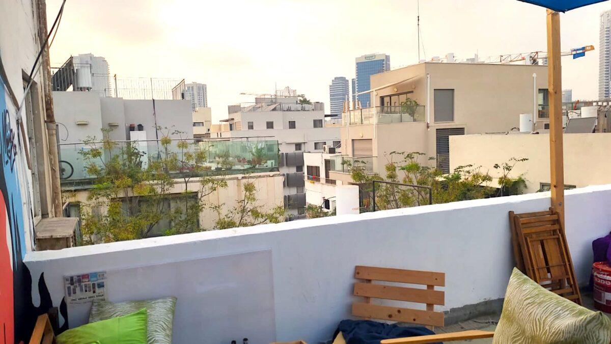 בפלורנטין! אידיאלית למשקיעים! דירת גג בקומה רביעית, 35מ״ר בנוי + 35 מ״ר גג במפלס אחד!