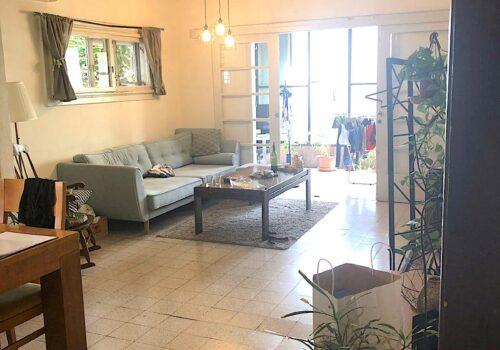 בלב העיר בשד בן ציון! דירה בשטח של כ100מ״ר שמורה בקומה שניה בבניין באוהאוס!