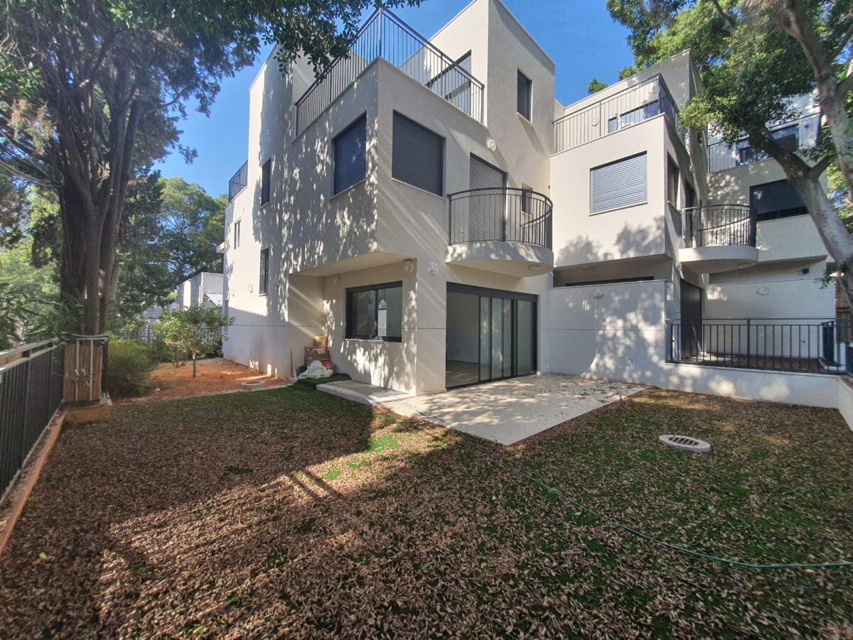 בשכונת תל בנימין היוקרתית!! בית פרטי חדש, כ210 מ״ר בנוי + כ150מ״ר שטחי חוץ