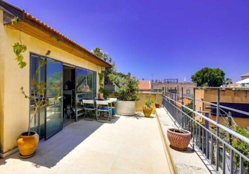 בנווה צדק! בית פרטי 170 מ״ר בנוי + 50 מ״ר מרפסות משופץ ברמה גבוהה עם נוף לים וליפו העתיקה